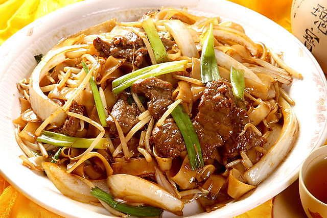 Rice Noodle With Beef In Soya Sauce Indian Food Recipes Cantonese Food Asian Recipes
