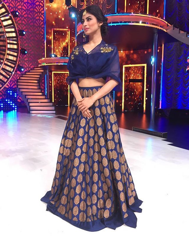 The extremely gorgeous @imouniroy looking pretty in blue on the sets ...