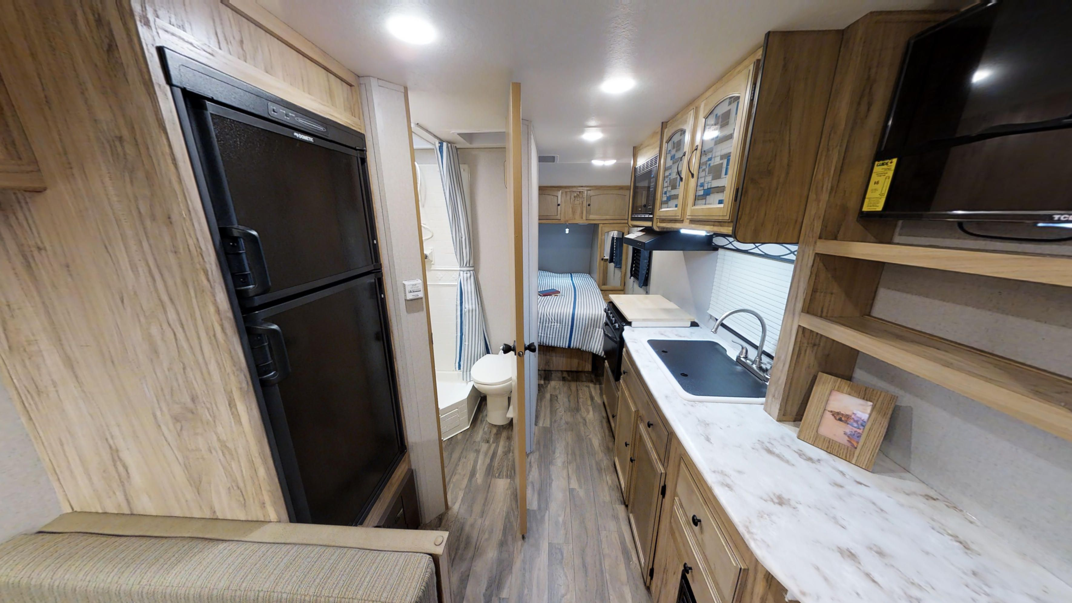 Freedom Express Ultra Lite 204rd Travel Trailers By Coachmen Rv Tiny House Cabin Coachmen Rv House