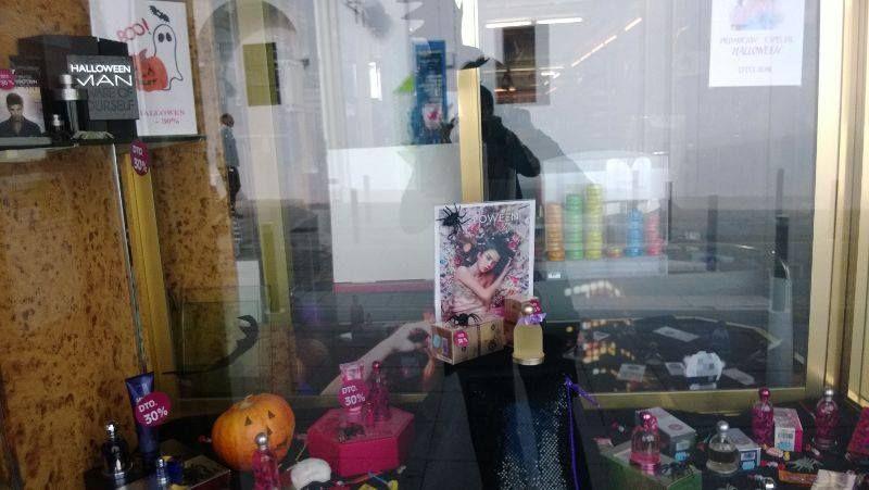 Escaparate de la tienda de Azuaga, creado por Ángela, Fátima y Rosi.