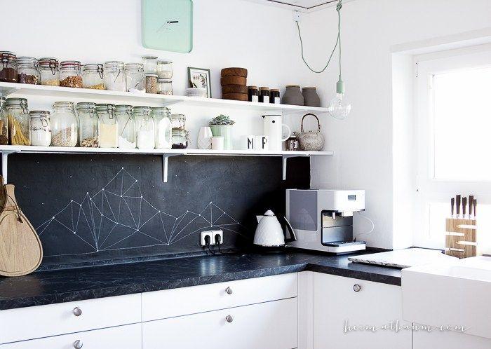 Küche schwarz weiß  Skandinavische Kueche weiß Holz schwarz-14 | Küchenideen ...