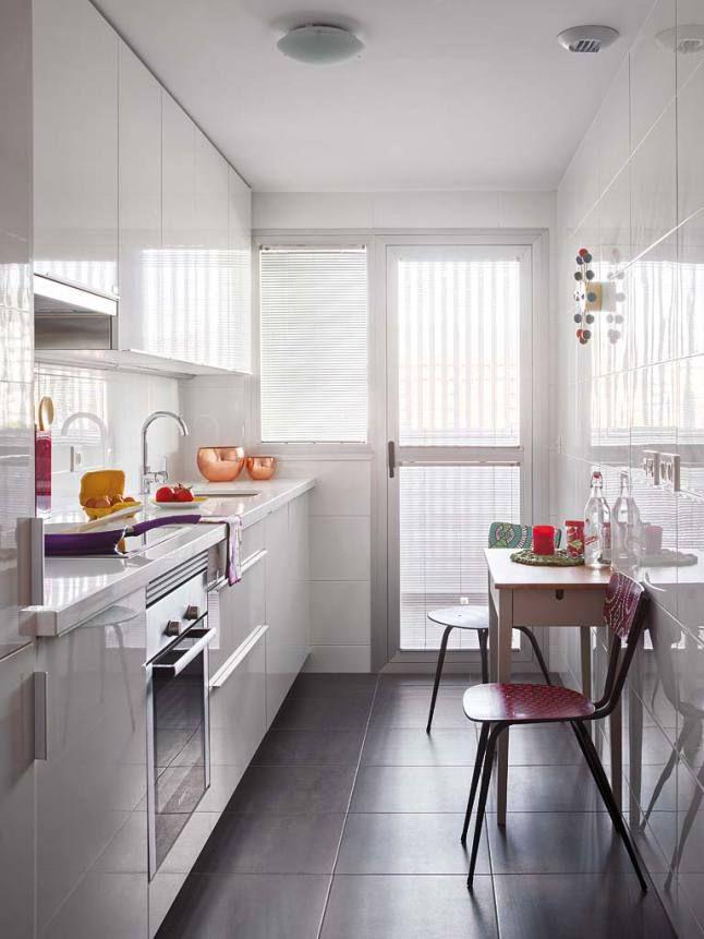 Couleurs en f te malaga cuisine blanche white kitchen cuisine longue cuisine troite et - Cuisine etroite et longue ...