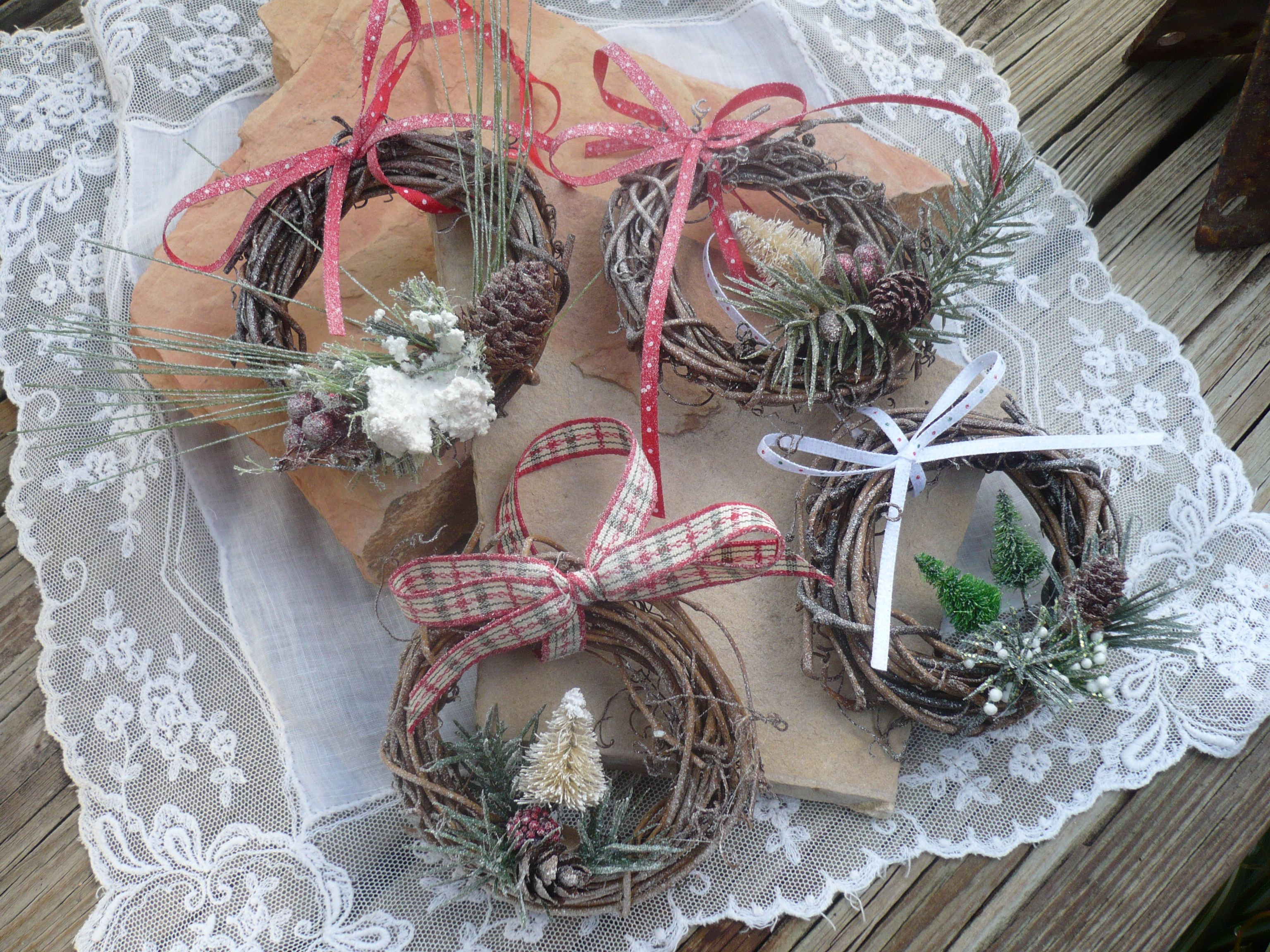 How To Make A Mini Wreath Decoration Paper Thin Moon Mini Wreaths Sustainable Gift Wrap Dried Flower Wreaths