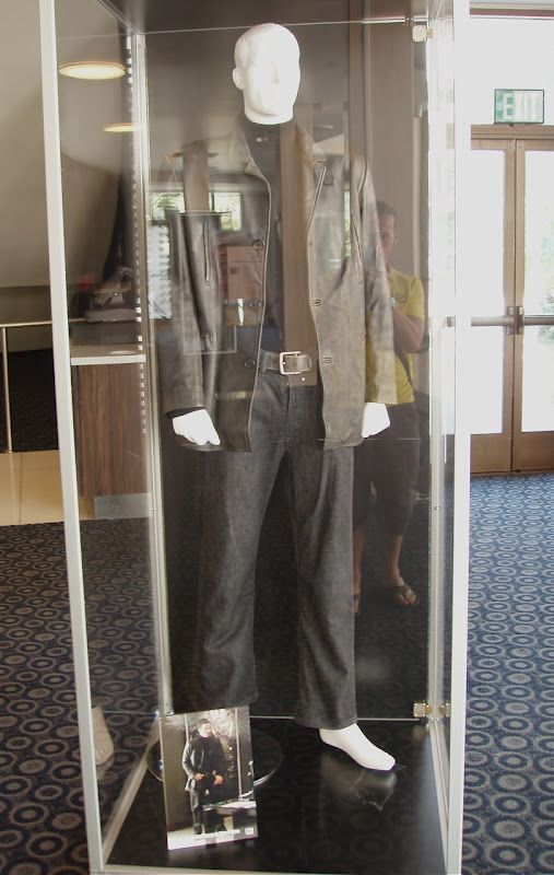 Hollywood Movie Costumes And Props Movie Costumes Movies Max Payne