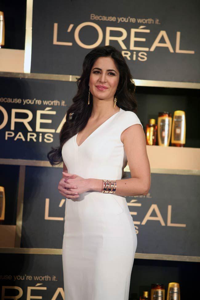 Queen Of Endorsements Katrina Kaif Casts A Spell In All White Avatar Katrina Kaif Katrina Kaif Hot Pics Katrina Kaif Bikini