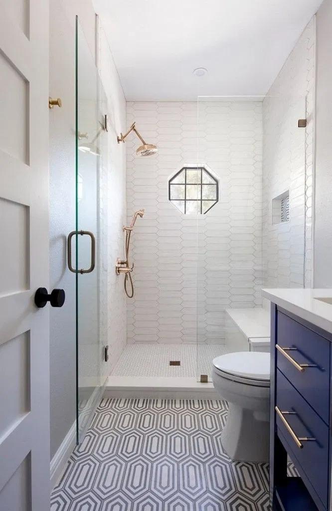 41 Minimalist Small Bathroom Ideas Feel The Big Space In 2020 Tiny House Bathroom Bathroom Remodel Designs Guest Bathroom Remodel