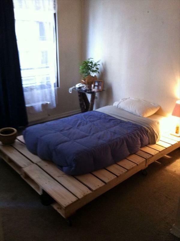Build bed frames themselves - DIY bed frame from Euro pallets ...