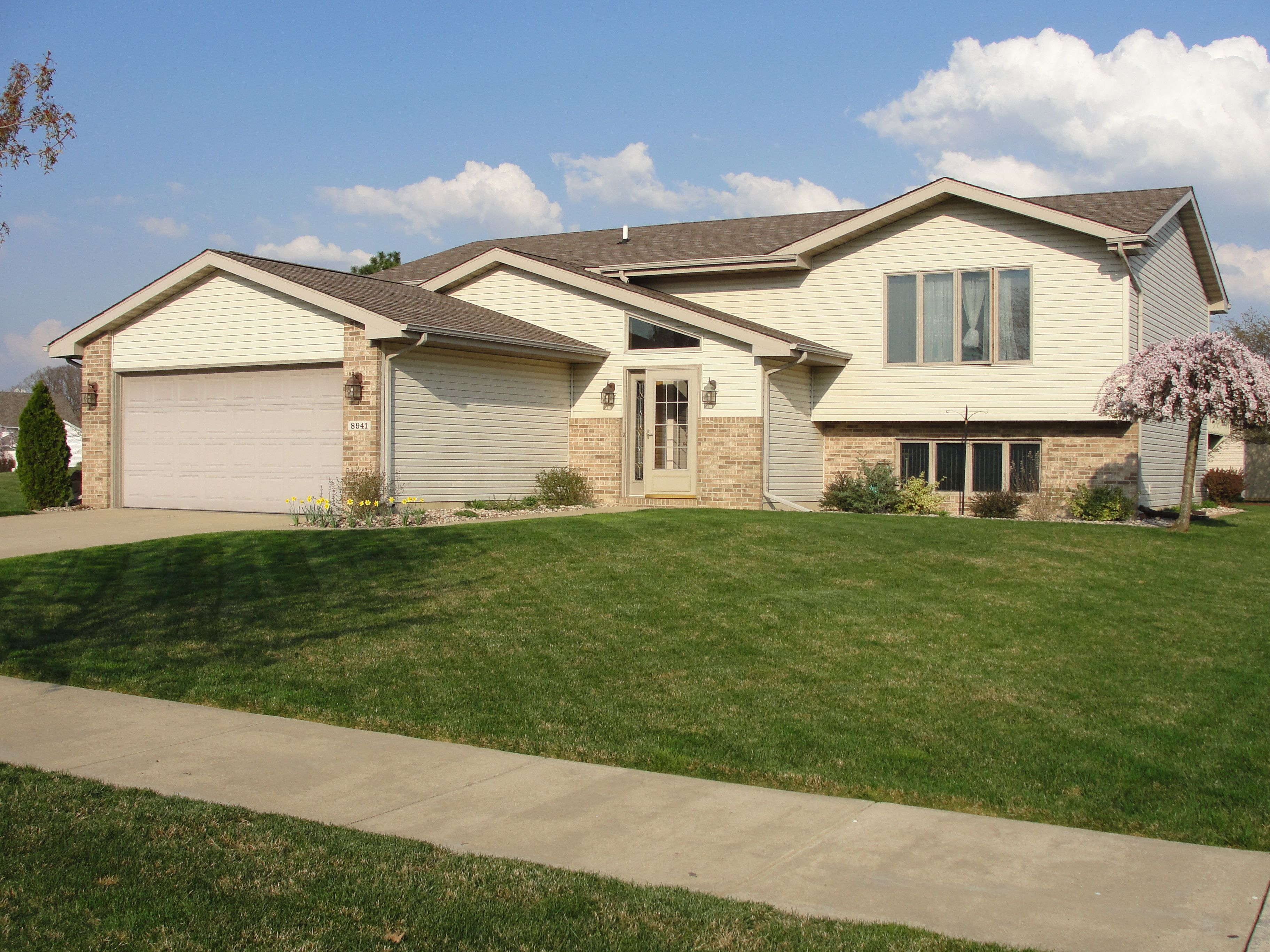 Best Crown Point 239 900 – Open Concept Bi Level In Springrose 400 x 300