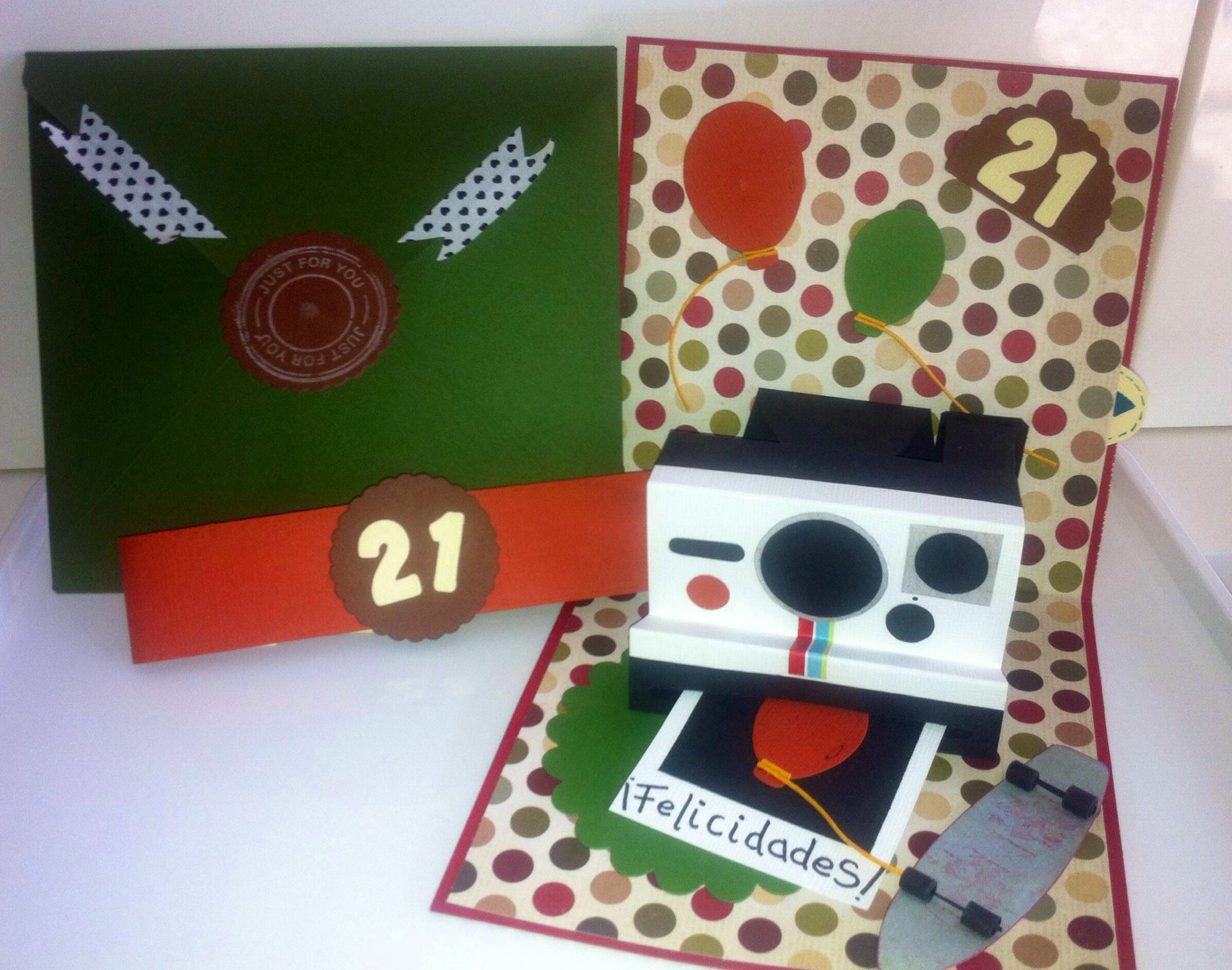 Tamaño: 16 x 13 cm. Modelo: Pop-up Card Papel: calidad Scrapbook.   Sizzex Dies Totalmente personalizables.