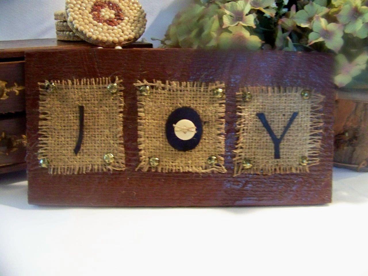 Primitive christmas decor pinterest - Joy Primitive Christmas Decor