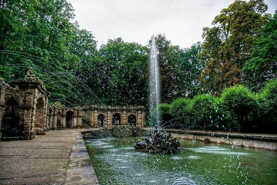 Noch Bis Mitte Oktober Kann Man Die Wasserspiele In Der Eremitage Bewundern Im Grossen Bassin Von 10 18 Uhr In Der Unteren Grotte V Franconia Tourism Hermitage