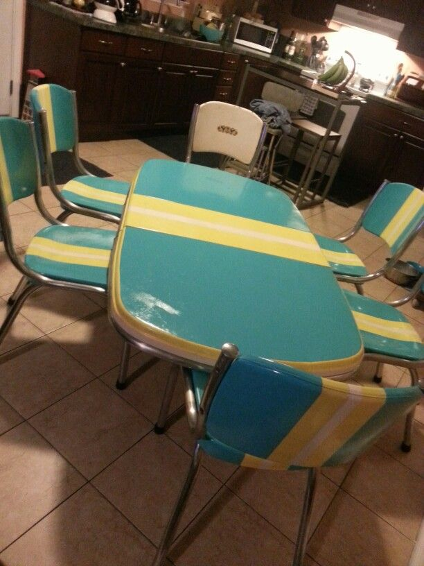 1940 S Kitchen Table And Chairs I M Still Searching For Legs 1940s Kitchen Kitchen Table Table And Chairs