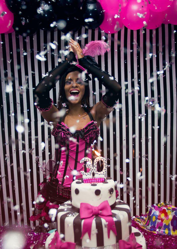 30 anos evelyn regly, preto e rosa