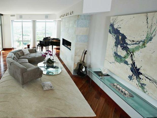 Gemälde Wand Pastelblau sehr hell beige Teppich Wohnzimmer - wohnzimmer beige wand