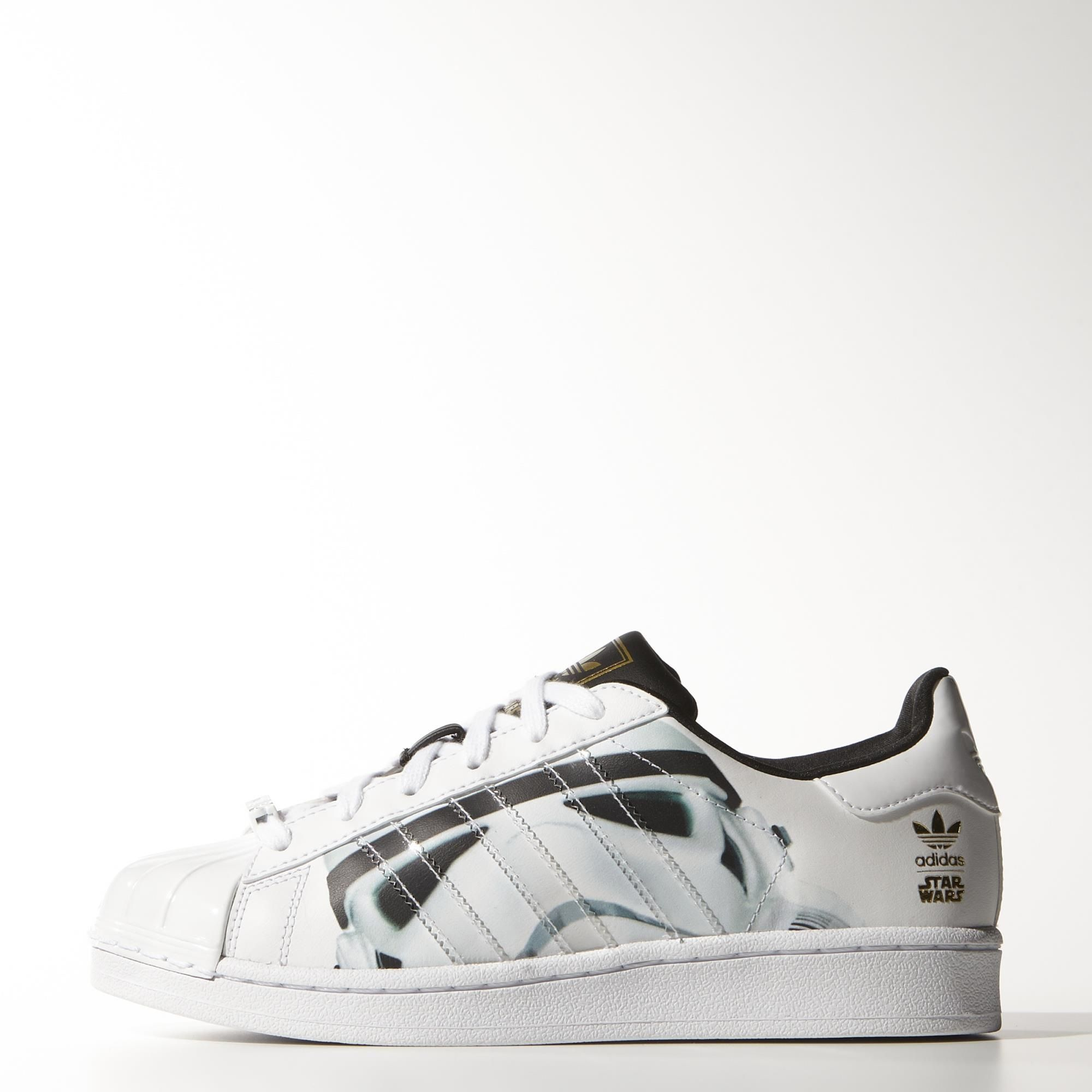 Come to the Dark Side with these junior Superstar Stormtrooper shoes. These  iconic shell-