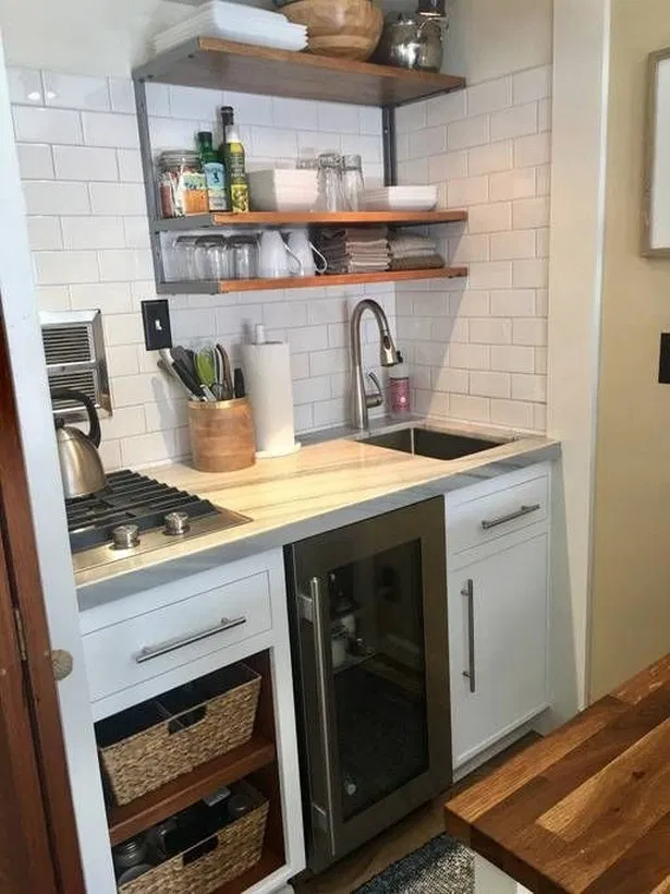 40 Clever Small Apartment Kitchen Organization Ideas Kitchen Smallkitchen Apartmentdecor Homedecor Organization Fikriansyah In 2020 Studio Apartment Kitchen Small Cottage Kitchen Apartment Kitchen