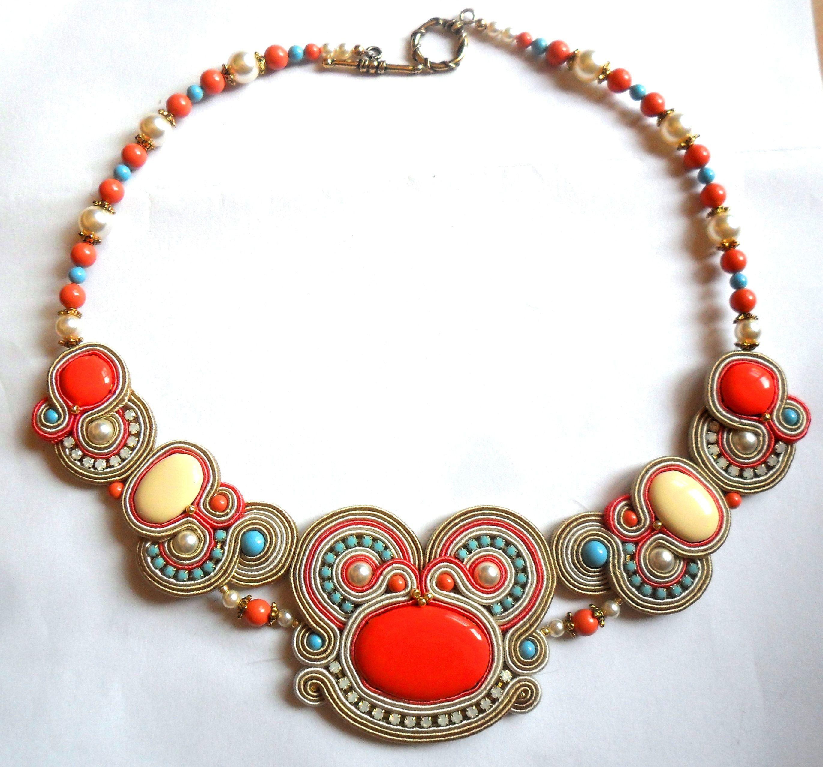 collana con cabochon in ottone smaltato e perle swarovski