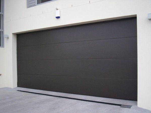 Flat Panel Door Glideaway Offers An Extensive Range To Ensure Your Garage Door Meets Your Requirements A In 2020 Garage Doors Sectional Garage Doors Garage Door Panels