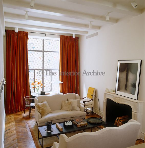 I Think This Is Ina Garten S Nyc Home An Early 18th Cetury Sofa Along With A 1 Living Room Decor Apartment Apartment Bedroom Design Living Room Decor Colors