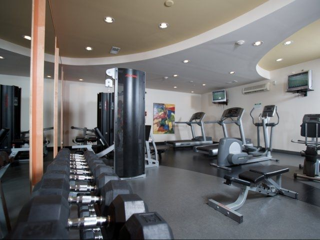 Stay Fit At Arena Crossing With This Gorgeous Workout Space Cool Apartments Home Decor Home