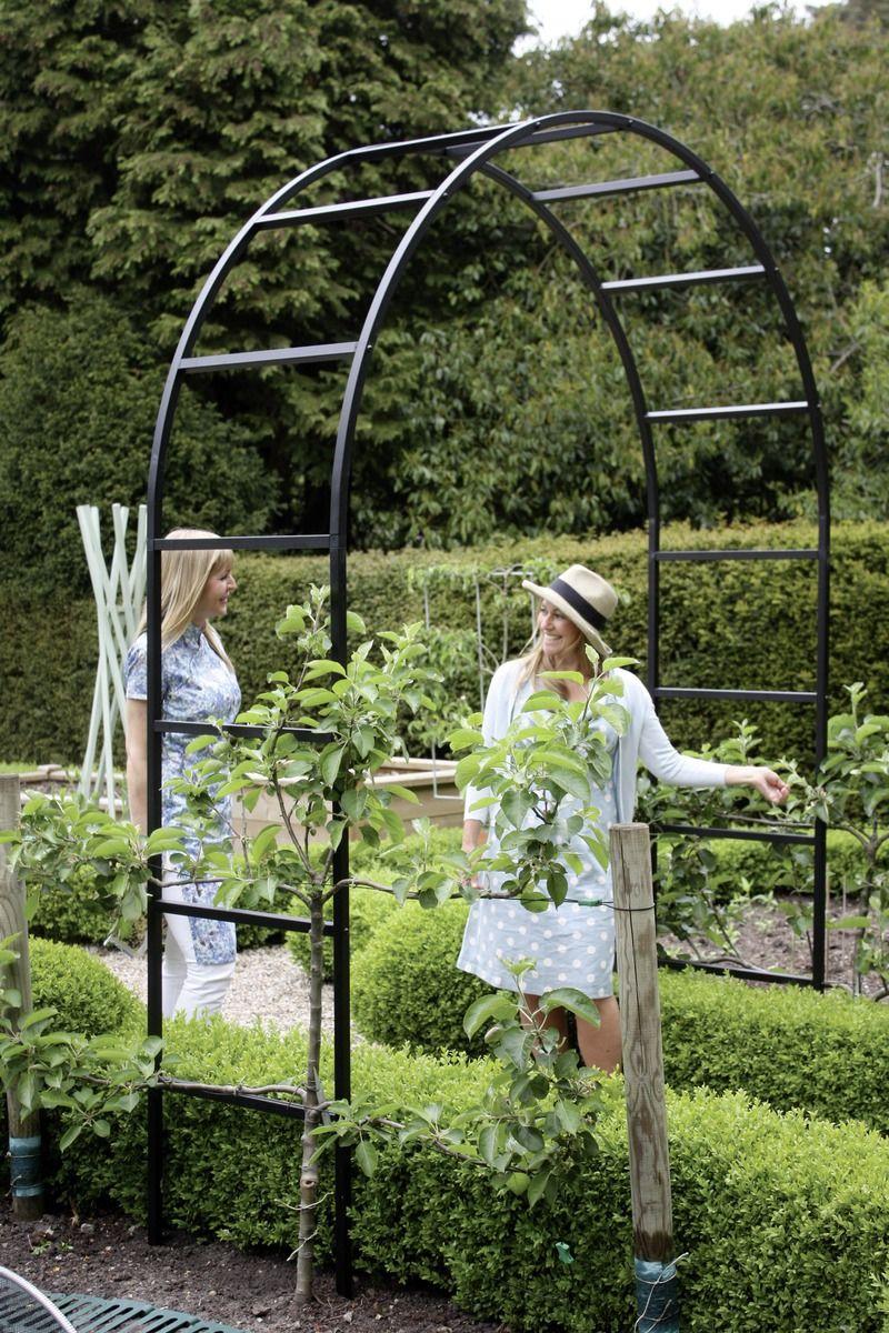 Englischer Rosenbogen Gross Die Kombi Von Schlichtheit Starkem Soliden Material Und Elegentem Engl Design Rosenbogen Gartenstruktur Garten