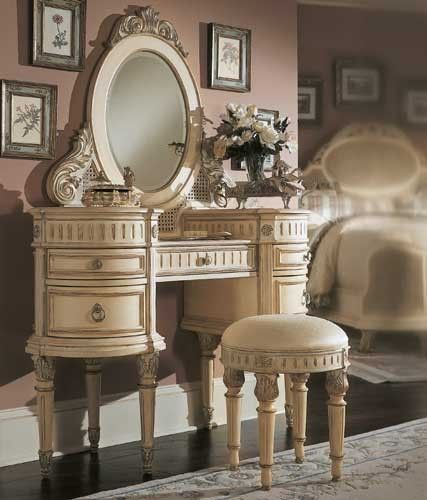 I Would Love To Have This Bedroom Vanity Set Vanity Table Vintage Home