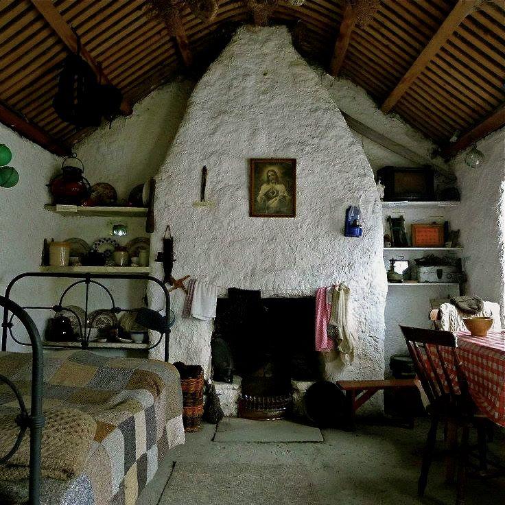 int rieur d 39 un cottage maison en irlande dans le compt de donegal irish cabin. Black Bedroom Furniture Sets. Home Design Ideas