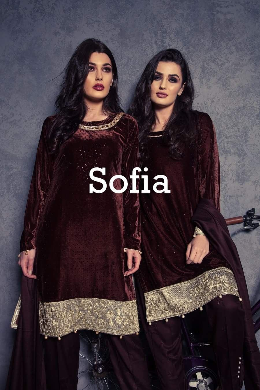 760df15c42 Pakistani Dress Design, Pakistani Outfits, Mehndi Outfit, Velvet Suit,  Boutique Suits,