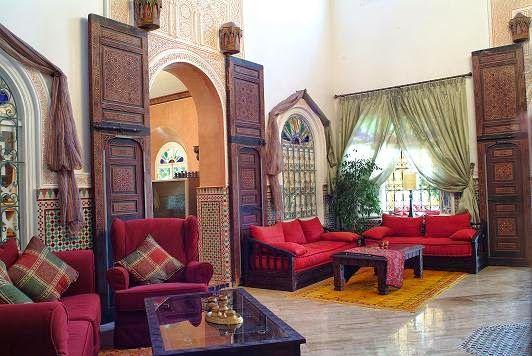 http://www.examiner.com    Marocký štýl  bývania prináša bohatú  farebnosť  interiérov  Stredného Východu, dynamické  kontrasty , tradičn...