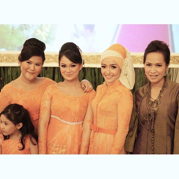 Indo Nesian Tradisi Onal Medicine Suruhan Obat: Vera Kebaya - Indonesia