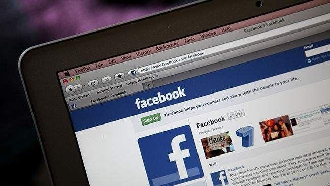 Uma mulher localizou seu ladrão bolsa no Facebook