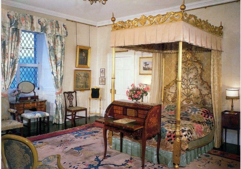 Queen's Bedroom -Buckingham Palace