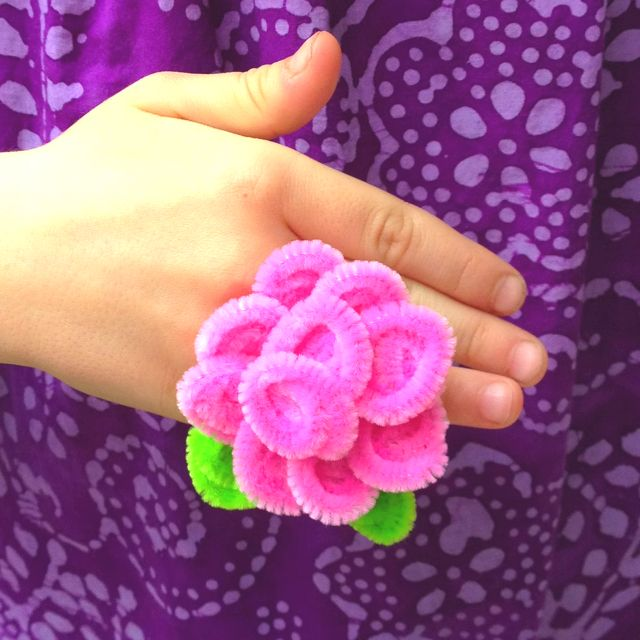 Pipe cleaner flower rings. Cute kids jewelry on the cheap. Adrianne.... Will you please show me how to do yours again !  sc 1 st  Pinterest & Pipe cleaner flower rings. Cute kids jewelry on the cheap. Adrianne ...