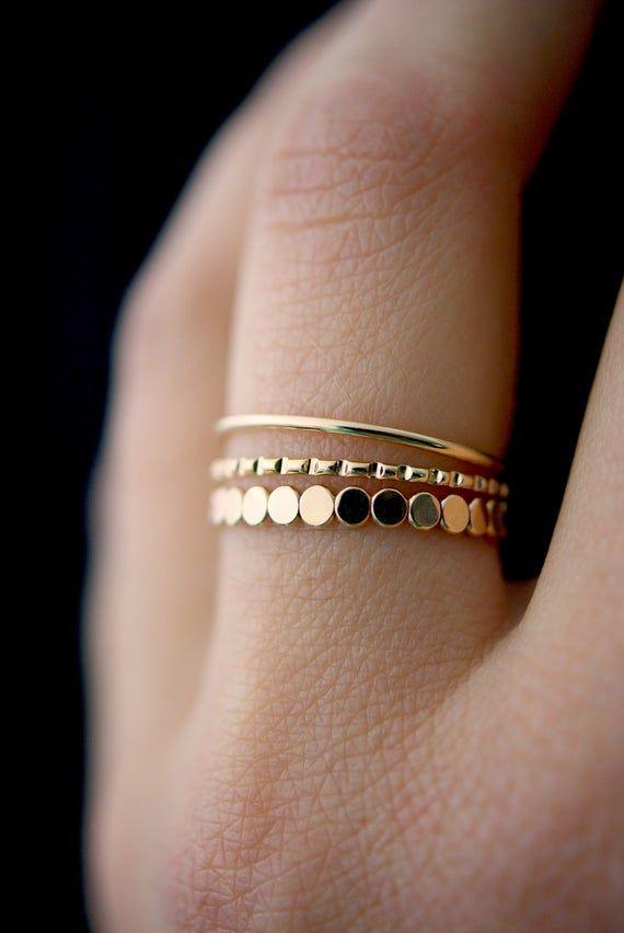Photo of NEUE gemischte Textur Ring Perlenset in Gold zu füllen, gold Stapelring, Ring-Set, gold füllen Satz, zartem Gold gefüttert, glatte Ring, Ring, 3er-set