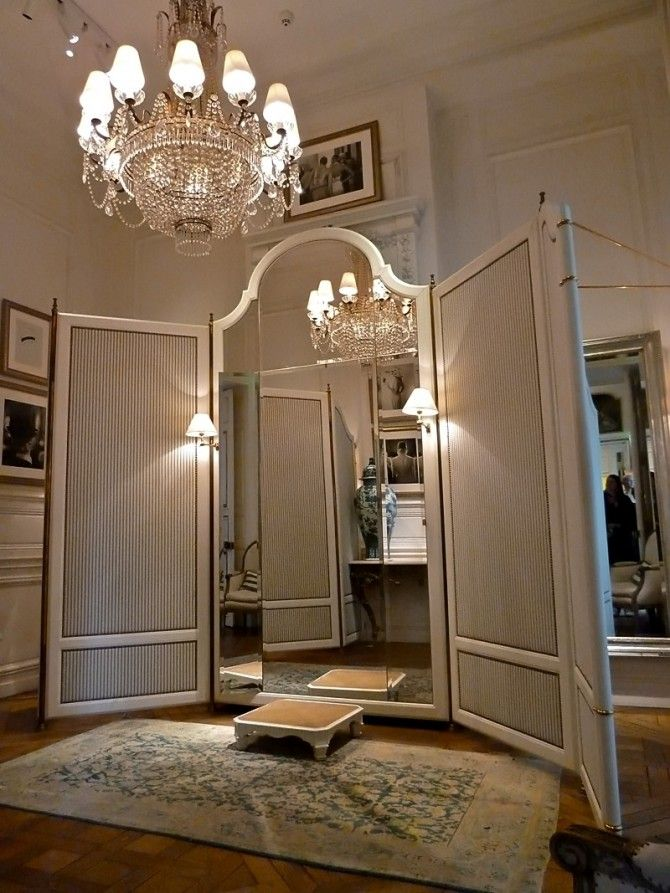 Paris ralph lauren flagship store the dressing rooms are for Dressing room lighting ideas