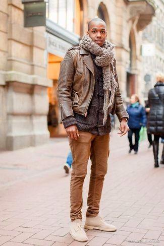 tenue veste motard en cuir brun gris fonc pantalon chino brun bottines chukka en daim beige. Black Bedroom Furniture Sets. Home Design Ideas