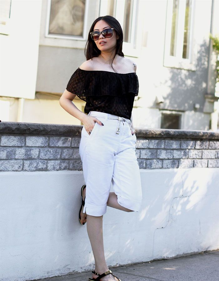 The off the shoulder trend has been in every store but I've chosen to go the vintage way. Find out why, on the blog.