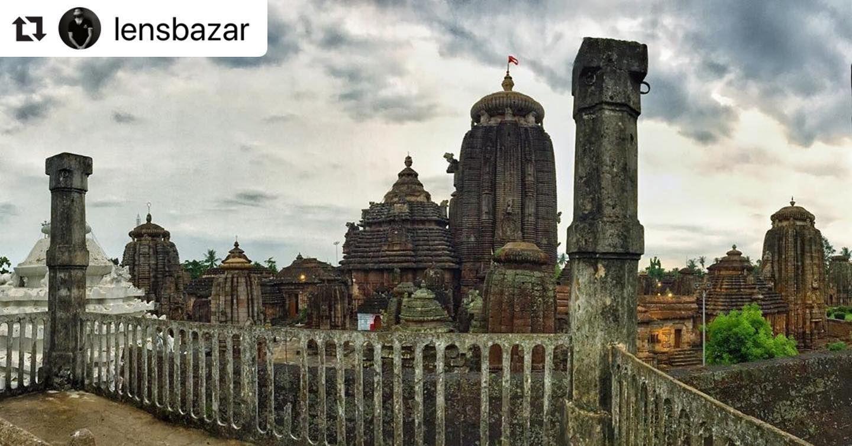 #bhubaneswarbuzz #lingarajatemple pic courtesy  @lensbazar  Lingaraj TempleBhubaneswar #odisha #odisha_igers #odishagram #odishatourism #odishaphotographers #bhubaneswar #bhubaneswarbuzz #heritage #heritagesite #explore #ekamarawalks #archeology #archeologicalsite #templecity