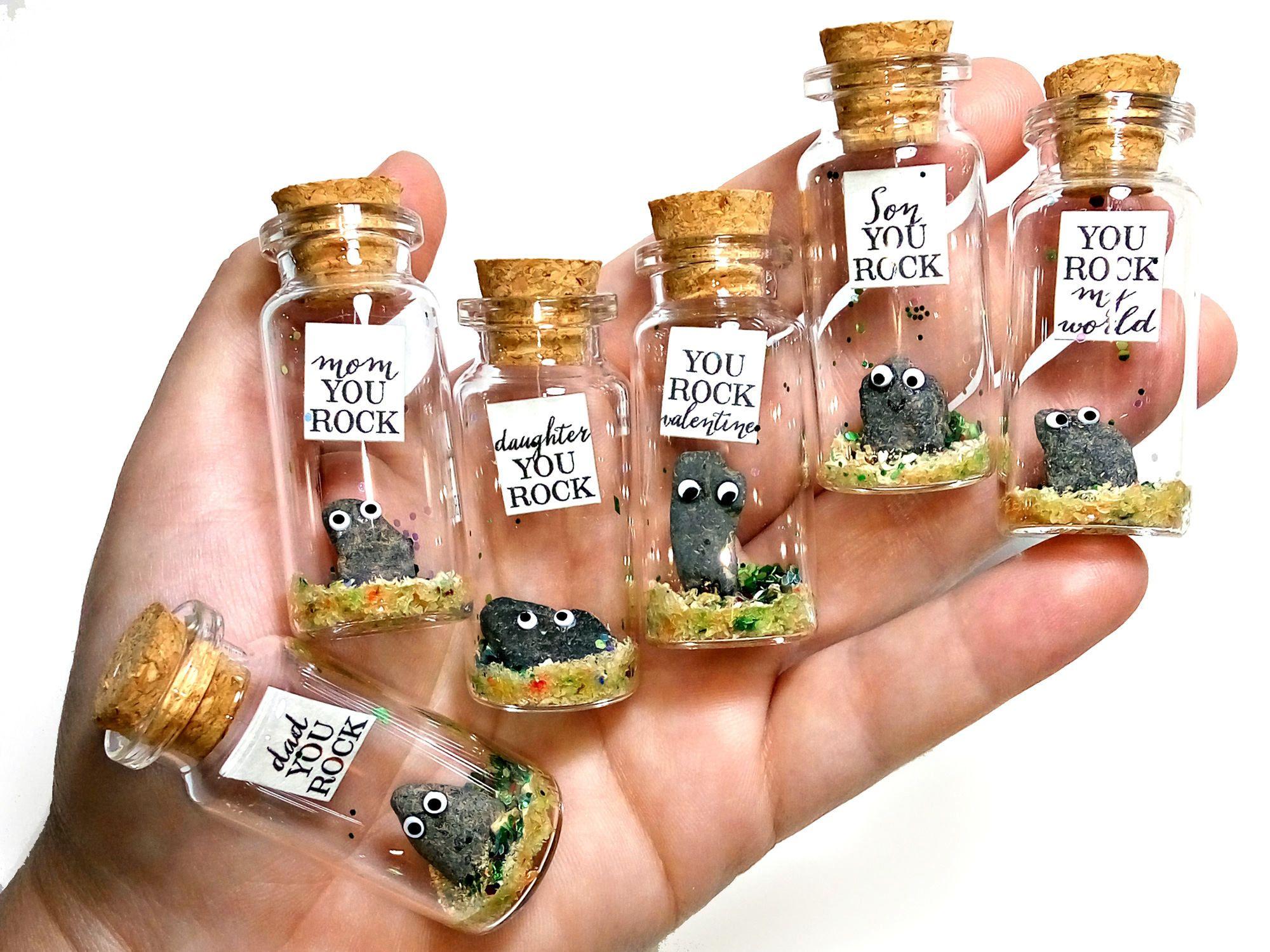 You rock! Mensaje en una botella. Miniaturas. Regalo personalizado. Divertida postal de amor. Geología. de EyMyMessage en Etsy