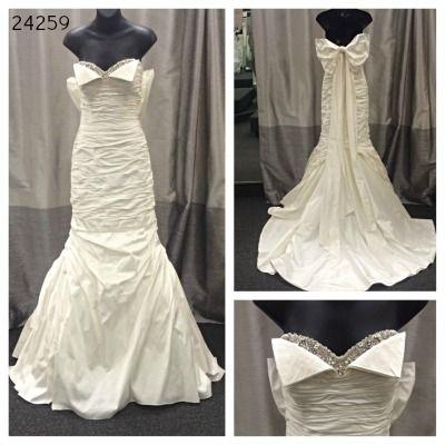 Sample Sale Evalines Bridal Such An Elegant And Sassy Ianstuart