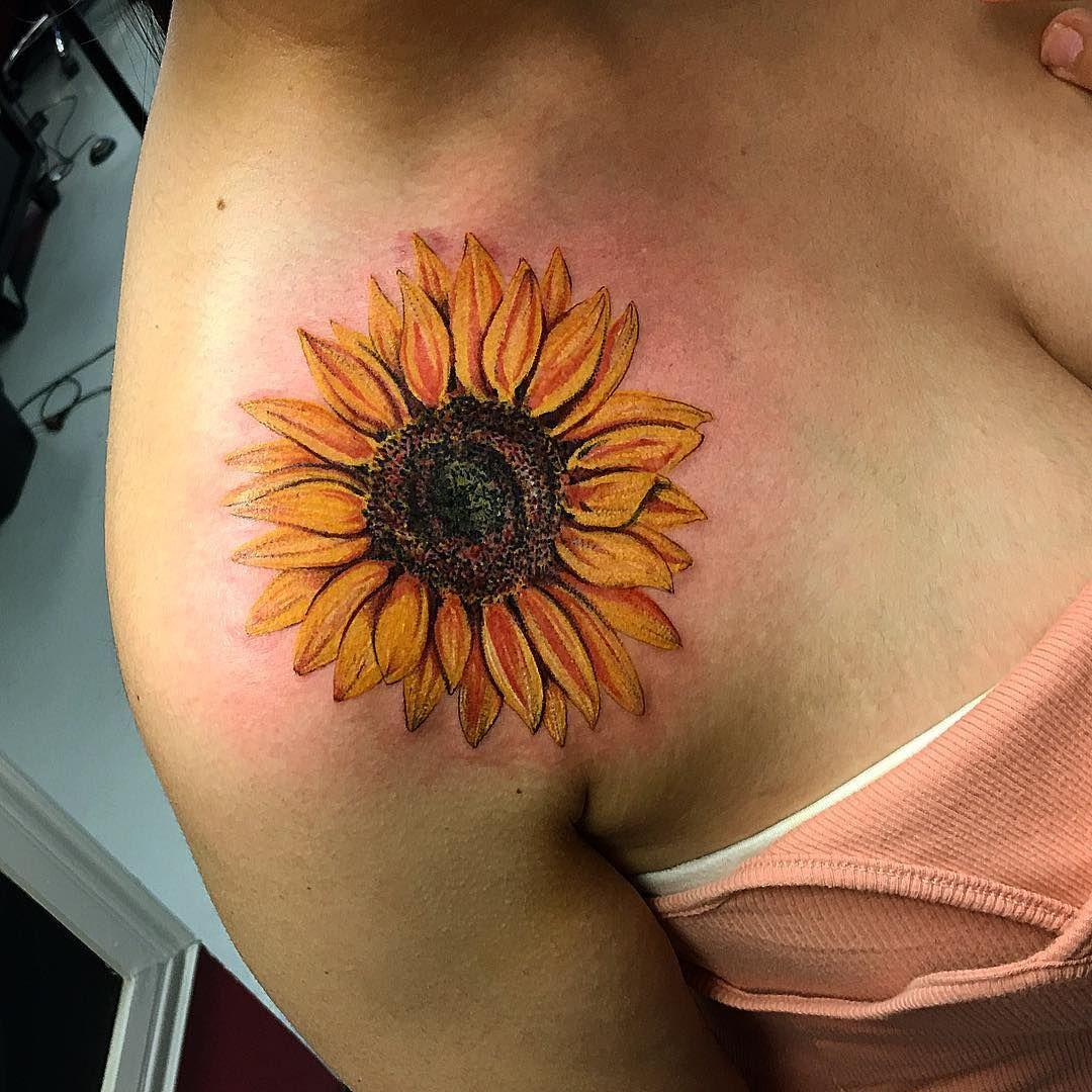 "Tianna Osborne on Instagram: ""@klockwork_tattoo_club #sunflowertattoo"""