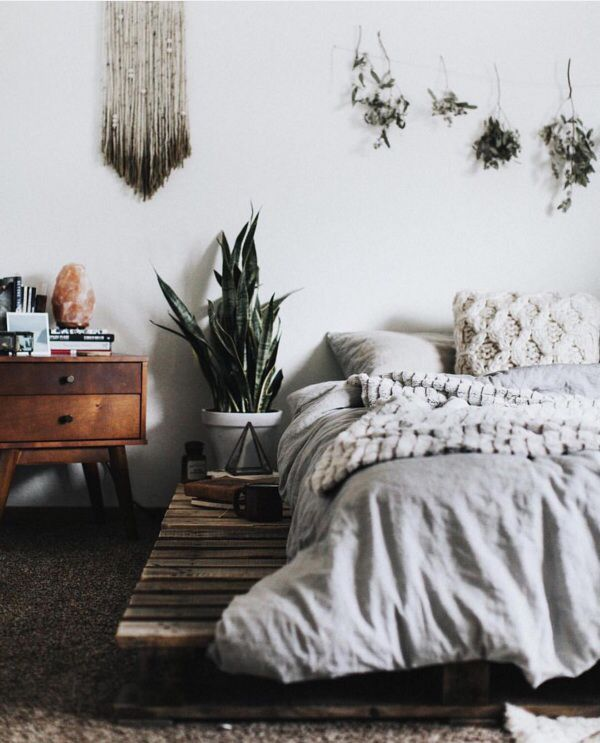 Mixing Natural Colors And Textures With Geometric Shapes Plants Create The Perfect Bohemian Bedroom