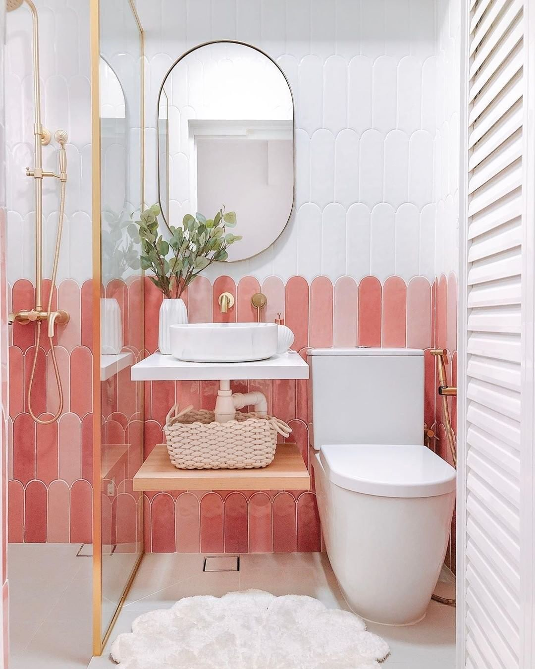 This Tiny Bathroom Is Giving Us All The Positive Monday Morning Energy We Need Design Houseofcha In 2020 Vibrant Bathroom Contemporary Bathroom Tiles Tiny Bathroom