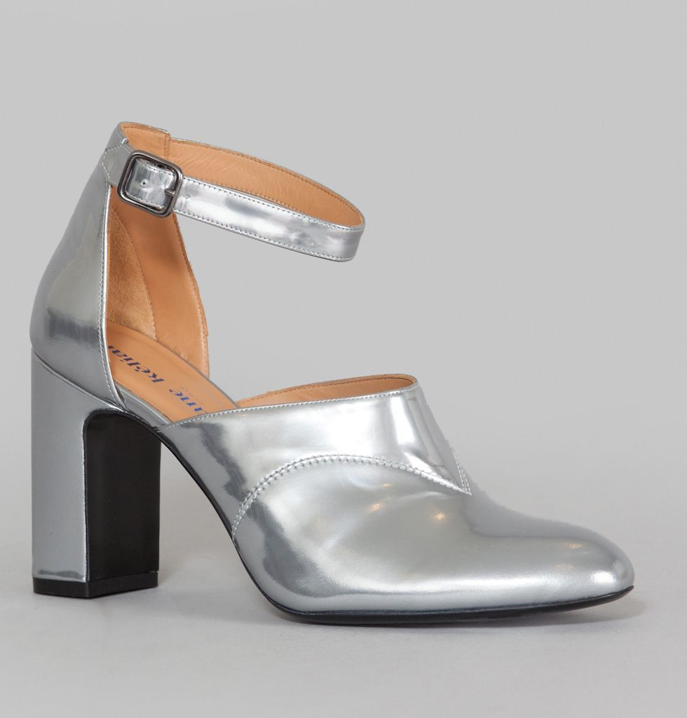 Silver specchio leather pumps, round toe, 9cm large heel, ankle strap closure, leather lining.       With this first collection, Olivia Cognet redesigns the cla