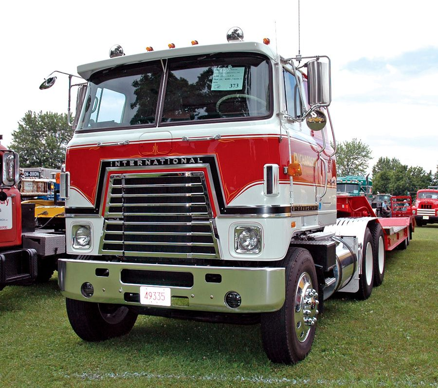 Red International 4070b #heavyhauling