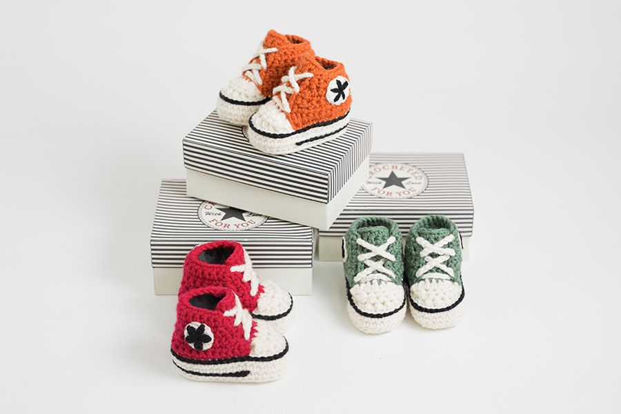 9ed3699f4804 Crochet baby converse booties 0-6 months. Very easy pattern with video  tutorial for extra help. Crochet High Top ...