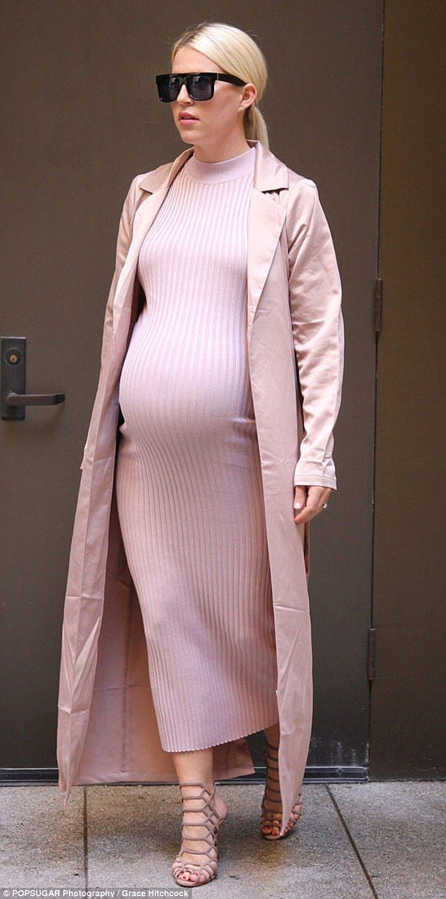Keeping up with Kim: Popsugar editor Lauren Turner, who is nine months pregnant, replicate...