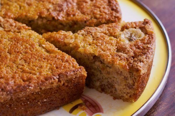 Aprende como preparar una rica torta de plátanos, es muy fácil y económica. Es muy sabrosa para acompañar un café por la mañana o a media tarde. Ingredientes: 2 Plátanos bien maduros Cuarta taza de…