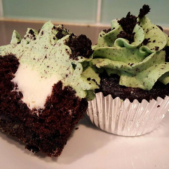 Saint Patrick's Day inspired cupcakes by Chef Beth from Cloud Nine Confections. Learn how to bake these mouthwatering delights from Chef Beth herself at the Epicurean Theatre http://epicureanhotel.com/events/