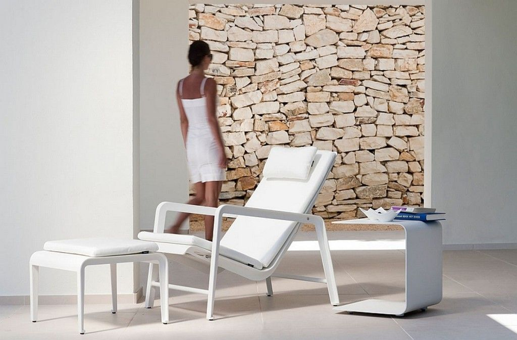 modern-outdoor-lounge-area-with-Mirthe-adjustable-easy-chair-in-minimal-white-also-ottoman-and-modern-side-table-1024x673.jpg (1024×673)